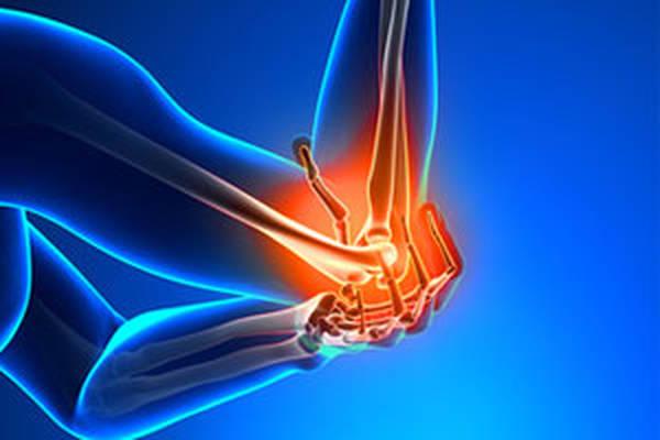 douleur articulaire main au reveil